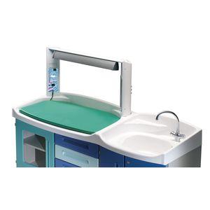 带有浴缸的婴儿换洗台 / 带床位 / 配有洗手池 / 用于医院